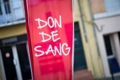 photo d'une banderole pour promouvoir le don de sang